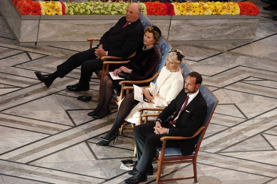 Le roi Harald et la reine Sonja, le prince Haakon et la princesse Mette-Marit