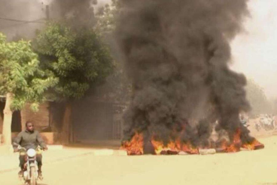 """Les manifestations à Niamey en réaction à la publication du nouveau numéro de """"Charlie Hebdo"""""""