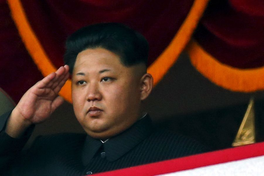 Kim Jong-un bombe le torse