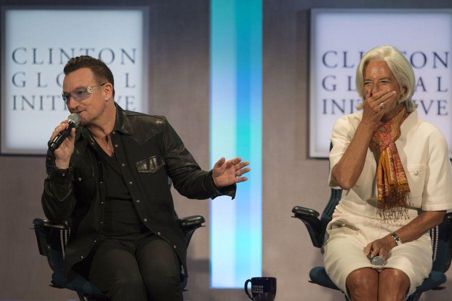Aux côtés de Christine Lagarde, Bono imite Bill Clinton...