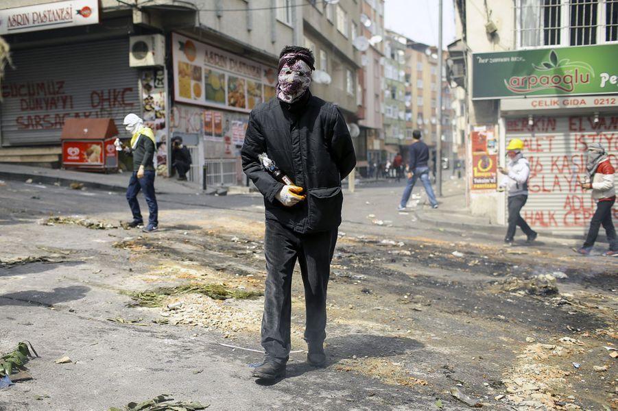 Violente répression d'une manifestation du 1er mai à Istanbul