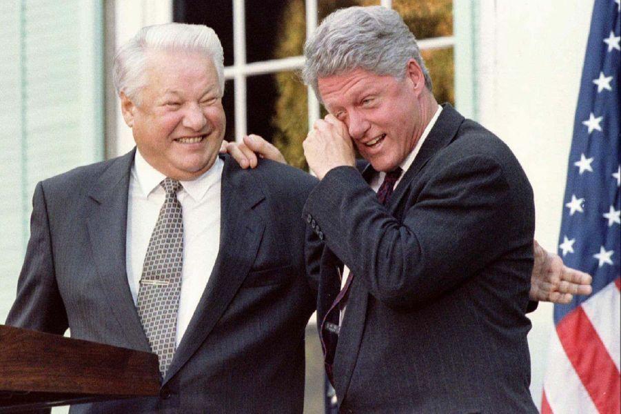 Face à son homologue russe Boris Eltsine, Bill Clinton avait ri aux larmes lors d'une conférence de presse donnée à New York, en octobre 1995