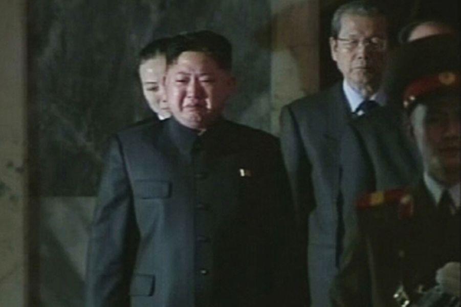 Kim Jong-un pleure lors des hommages rendus à son père Kim Jong-il, en décembre 2011