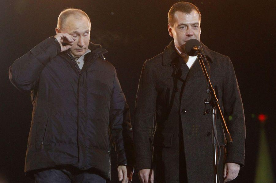Vladimir Poutine essuie une larme après être arrivé en tête de l'élection présidentielle, en mars 2012
