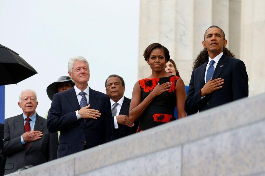 Barack Obama et son épouse Michelle, qui sera accompagné de ses prédécesseurs, Jimmy Carter, George W. Bush et Bill Clinton.