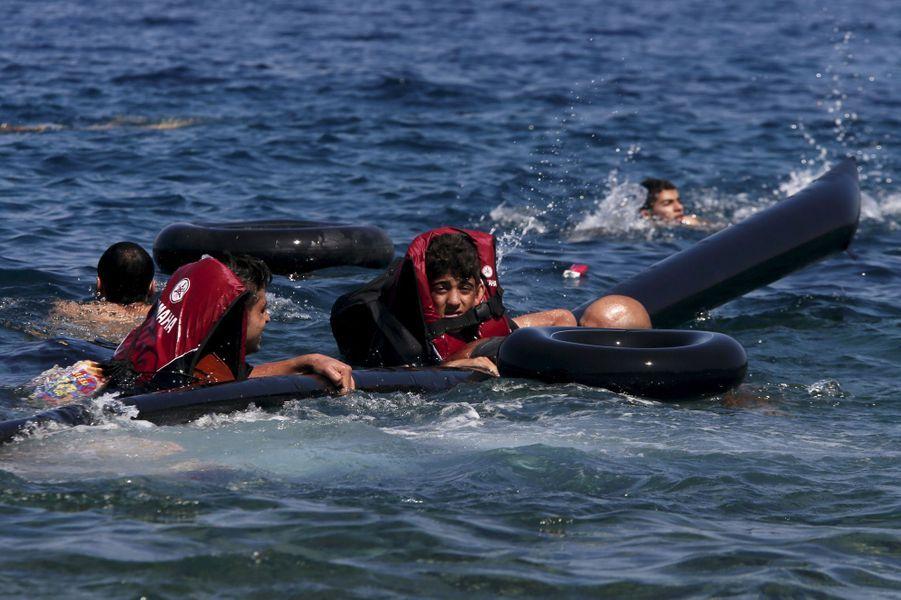 Les rescapés de l'enfer au large de l'île de Lesbos
