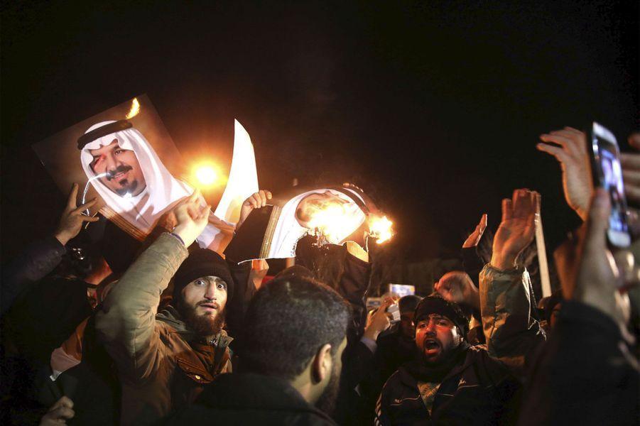 Scènes de chaos devant l'ambassade d'Arabie saoudite