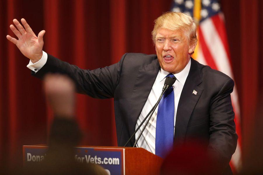 Ses adversaires débattent, Donald Trump fait bande à part