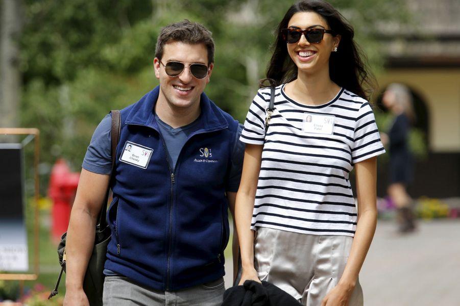 Brian Chesky, cofondateur et PDG d'Airbnb, avec Elissa Patel