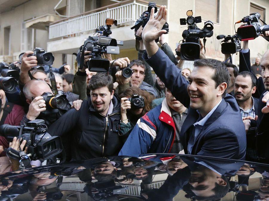 Alexis Tsipras assailli par les médias