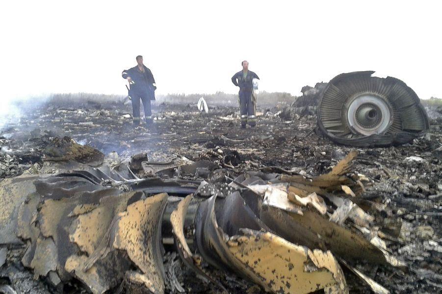 Les secours ukrainiens ont pu se rendre sur place. Dans la soirée, le gouvernement ukrainien a cependant dénoncé la présence de «terroristes armés» sur la zone, entravant les recherches.