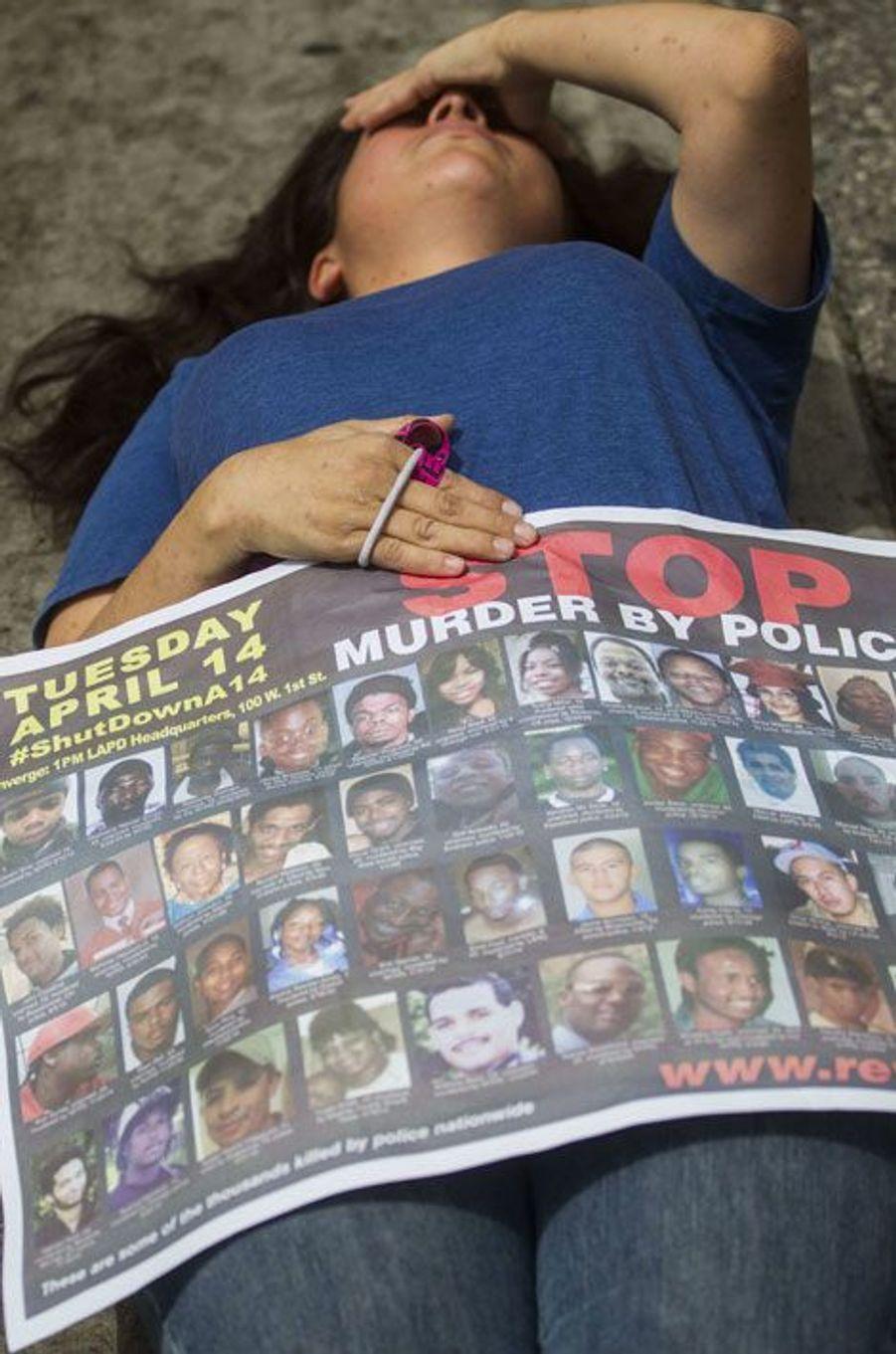 Un rassemblement en mémoire aux victimes de la police
