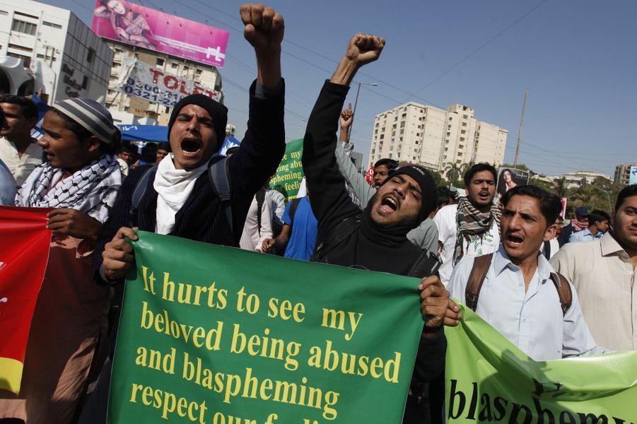 Manifestation contre la nouvelle caricature publiée dans Charlie Hebdo à Karachi au Pakistan