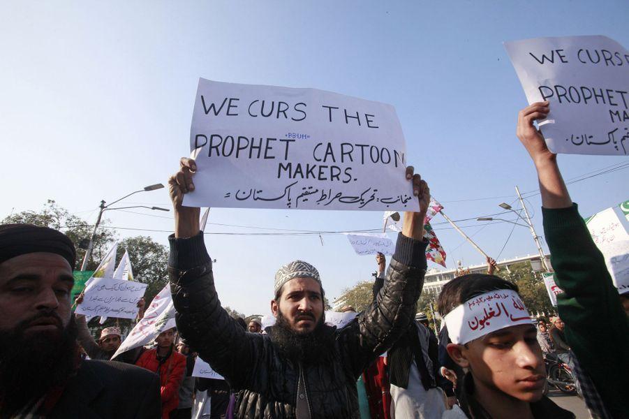 Manifestation contre la nouvelle caricature publiée dans Charlie Hebdo à Lahore au Pakistan