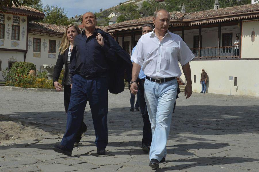Vladimir Poutine accueille son ami Silvio Berlusconi en Crimée
