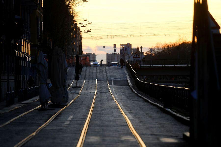 A Milan, en Italie, les rues sont désertes.