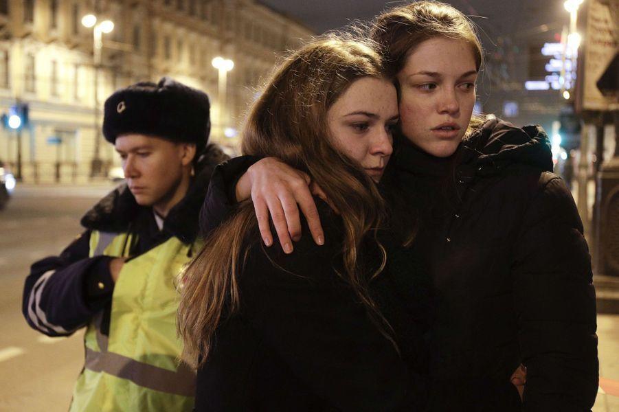 L'émotion à Saint-Pétersbourg après l'attentat qui a causé la mort de 14 personnes, le 3 avril 2017.
