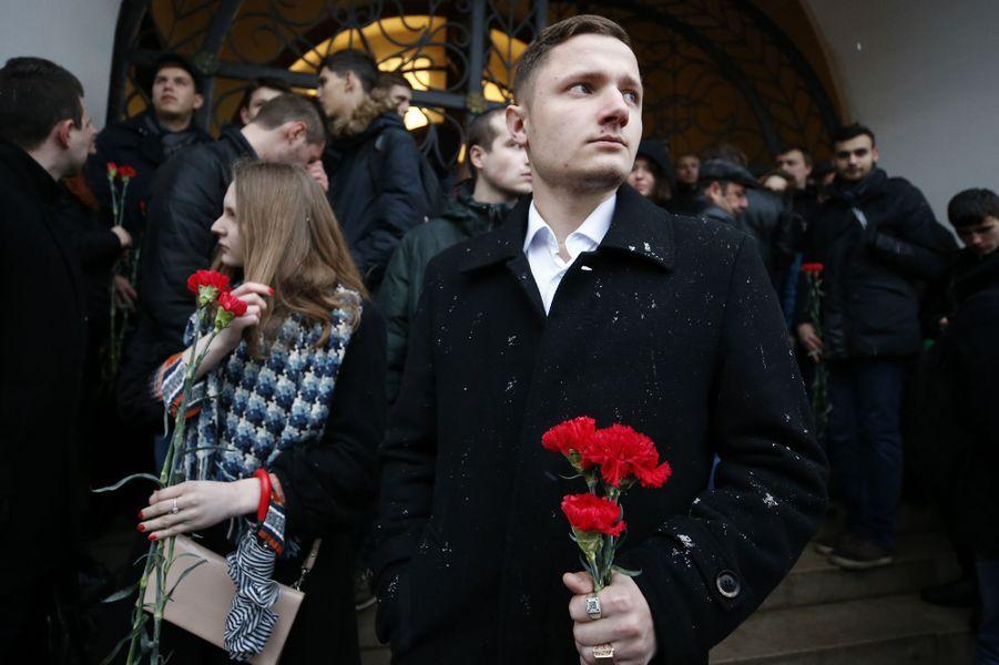 L'émotion à Moscou après l'attentat qui a causé la mort de 14 personnes à Saint-Pétersbourg, le 3 avril 2017.
