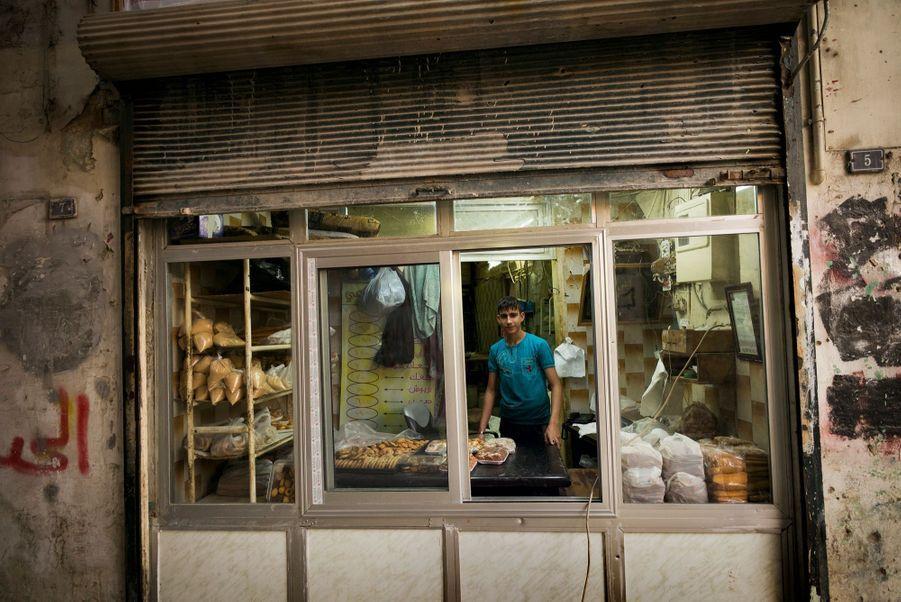 Une nouvelle devanture pour cette épicerie dans le souk de Farafra. Les échoppes bricolées rouvrent progressivement.