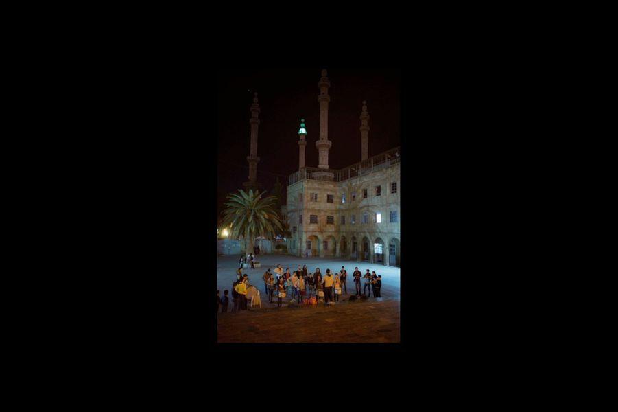 Sur le parvis de la cathédrale Saint-Georges(grecque melkite) près de la mosquée Al-Tawhid.