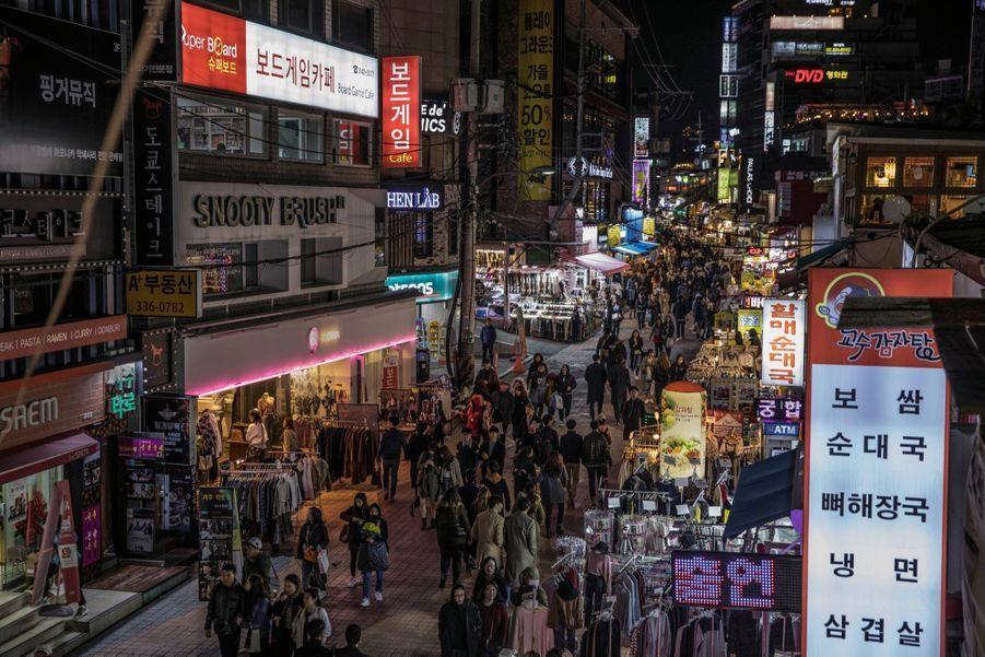 Hongdae, le quartier branché qui ne dort jamais. Celui de la mode, des boîtes de nuit et de la musique.