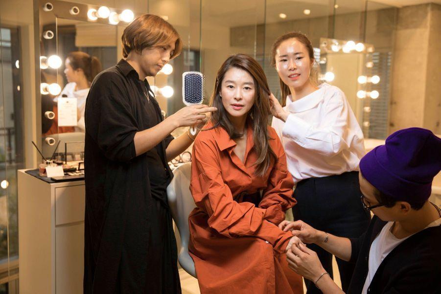 Ye Ji-won, 44 ans, actrice coiffée, manucurée… mais pas retouchée : elle le jure.