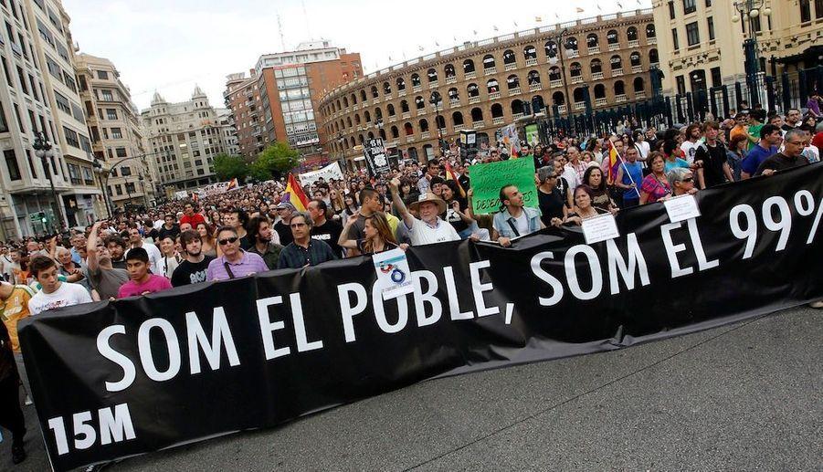 """""""Nous sommes le peuple, nous sommes 99%"""", dit la bannière."""