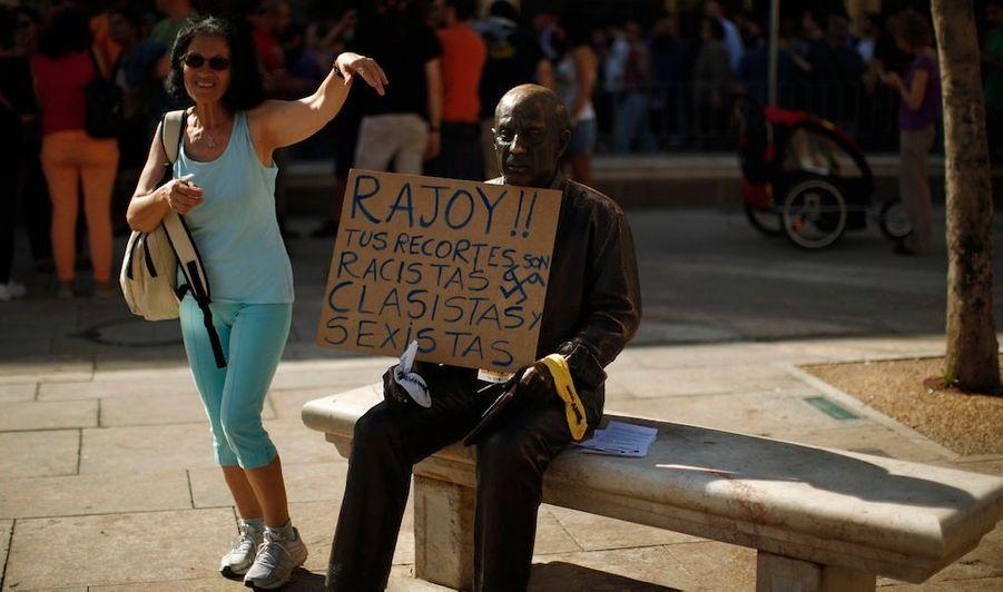 """""""Rajoy! Tes coupes sont racistes, classistes et sexistes"""""""