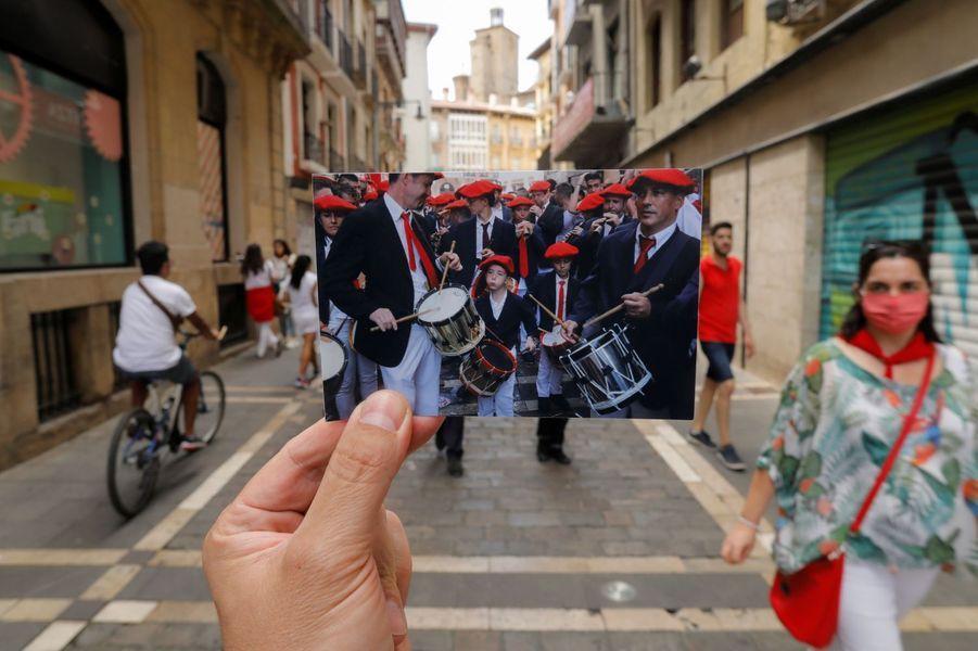 """En 2019, un groupe jouait pendant le """"chupinazo"""" pour l'ouverture des fêtes."""