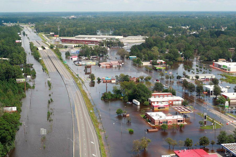 Vue aérienne deLumberton, dont les routes ont été submergées par les eaux.