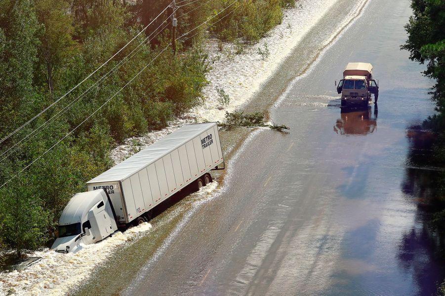 Ce camion a fait une sortie de route sur laRoute 301.