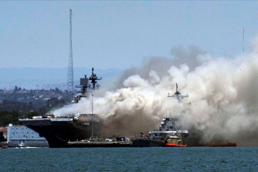 L'USS Bonhomme Richard est un navire amphibie d'assaut de la classe Wasp.