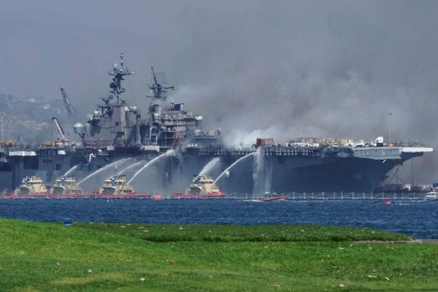 Des marins et des civils ont été blessés.