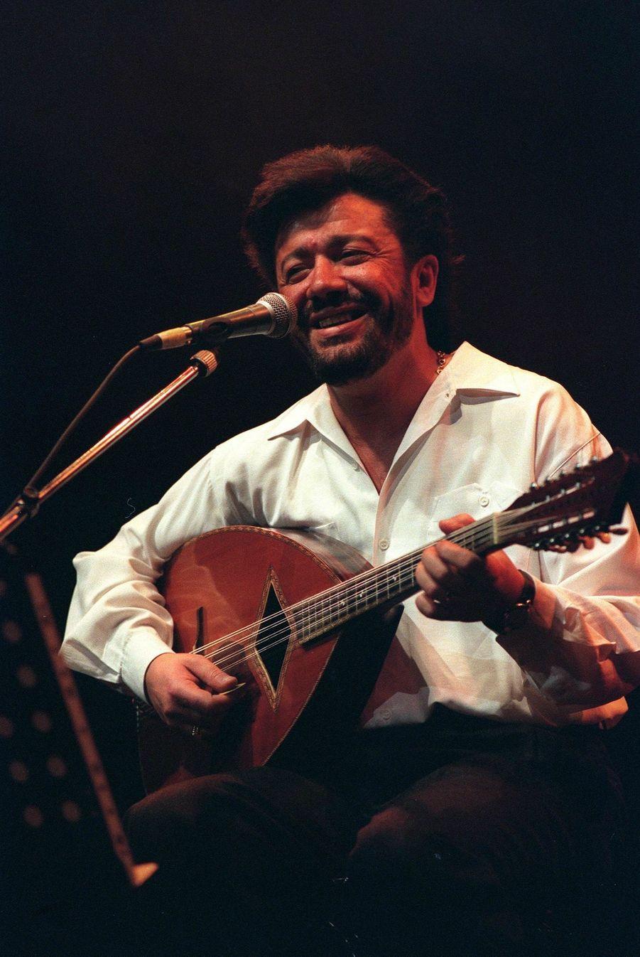Matoub Lounès en concert à Bercy en 1995.