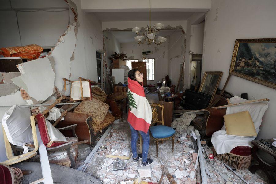Farah Mahmoud vient dans les restes de l'appartement de ses parents à Beyrouth.