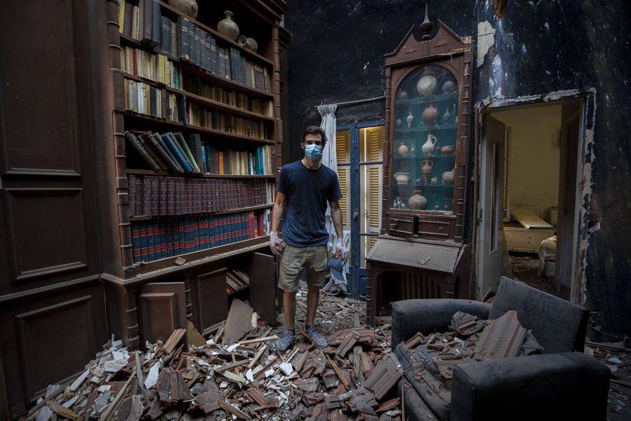 Said Al Assaad, 24 ans, dans la villa détruite de son grand-père.