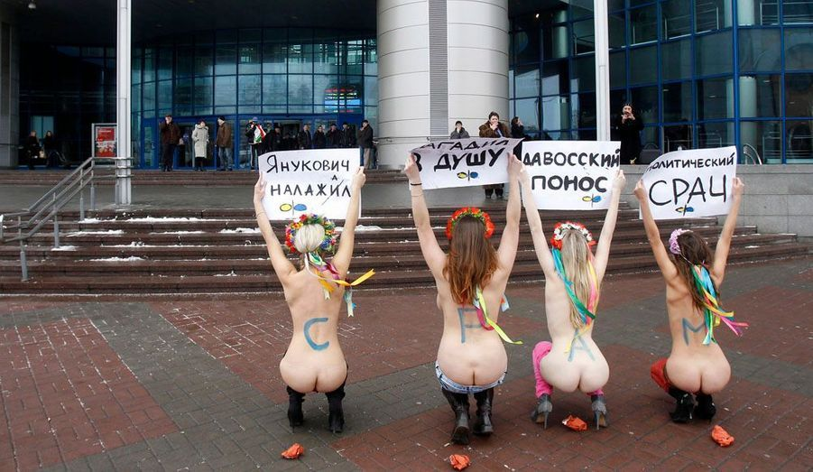 Le 3 février, les activistes protestaient contre le président ukrainien, Viktor Lanoukovitch, qui lors du Forum économique mondial de Davos a déclaré: «Quand les châtaigniers se mettent à fleurir à Kiev, les femmes se déshabillent».