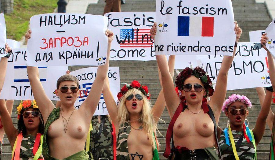 «Le fascisme ne reviendra pas», est inscrit en plusieurs langues sur les pancartes. Lors de la journée internationale de la libération des camps de concentration nazis, le 11 avril à Kiev, les féministes étaient présentes.