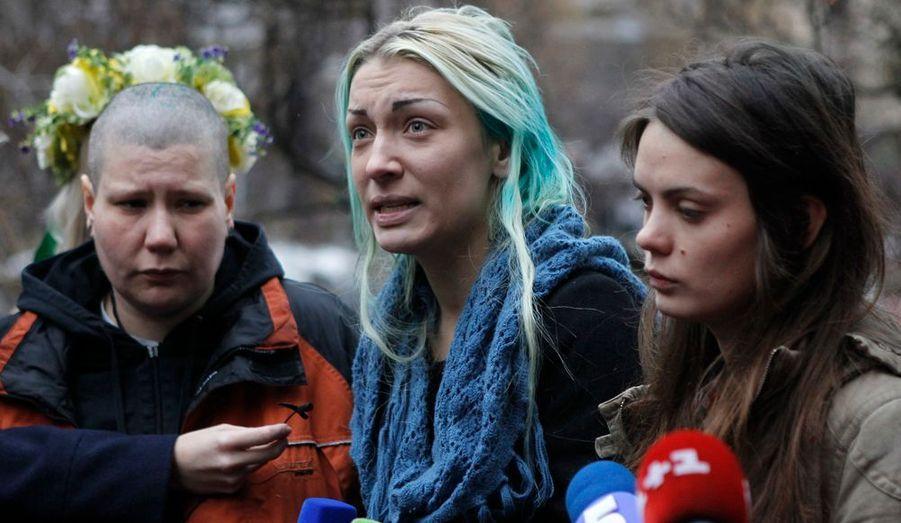 Le 21 décembre à Minsk, trois activistes ont été arrêtées par la police, déshabillées, violentées et abandonnées dans les bois. Ici, de retour à Kiev, elles témoignent encore sous le choc.