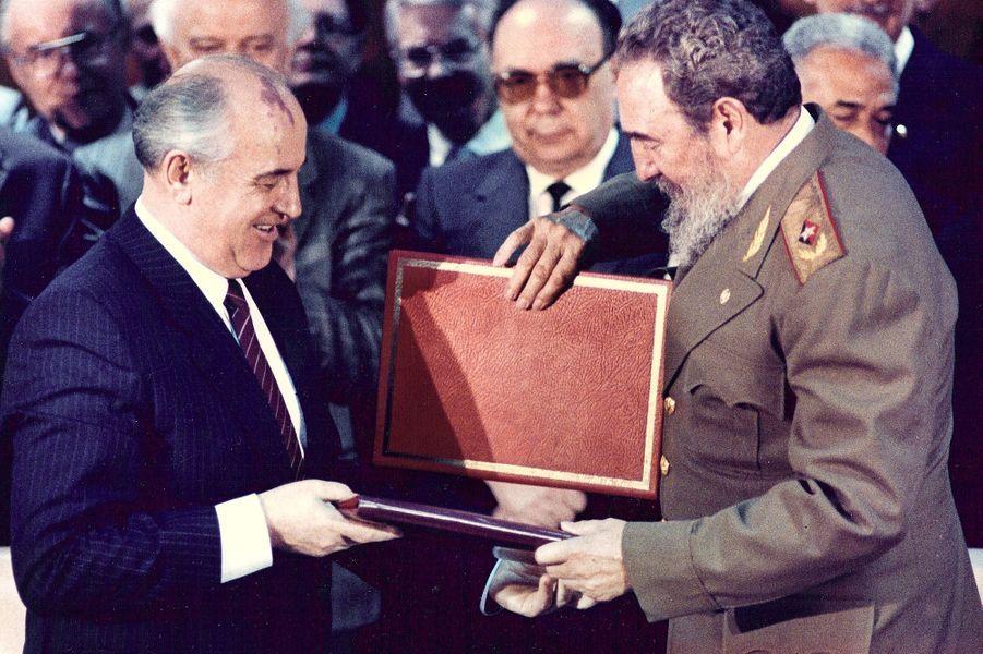 Fidel Castro, photographié en avril 1989 avec Mikhail Gorbatchev.