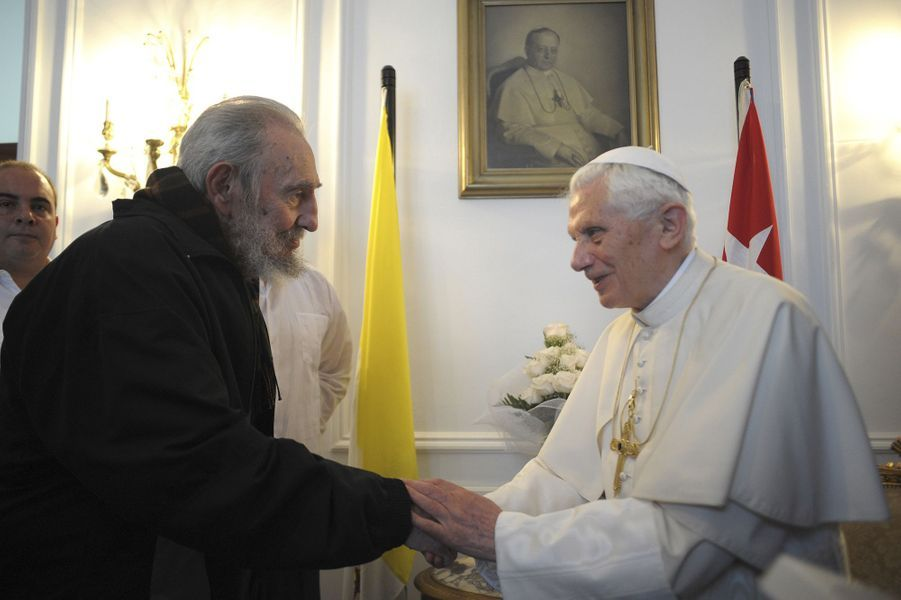 Fidel Castro, photographié en mars 2012 avec le pape Benoît XVI.