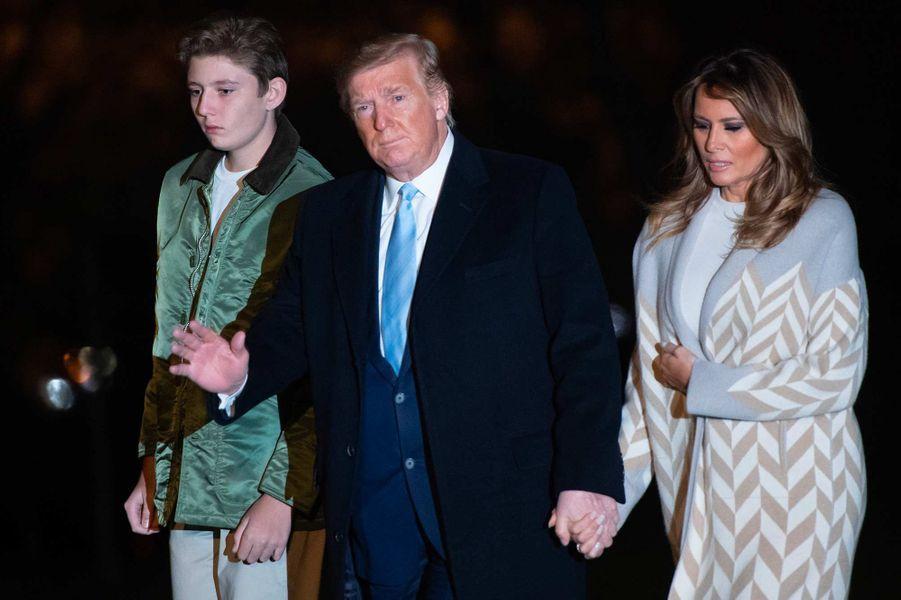 Barron, Donald et Melania Trump de retour à la Maison-Blanche, le 5 janvier 2020.