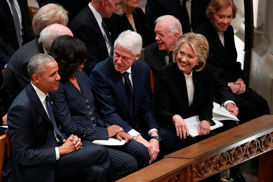 Barack et Michelle Obama avec Bill et Hillary Clinton à Washington, le 5 décembre 2018.