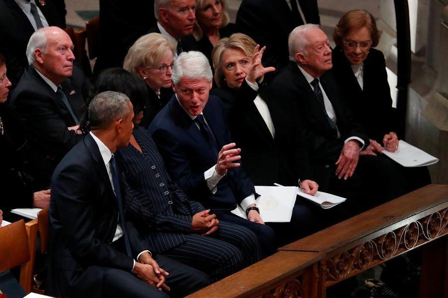 Barack et Michelle Obama avecBill et Hillary Clinton à Washington, le 5 décembre 2018.