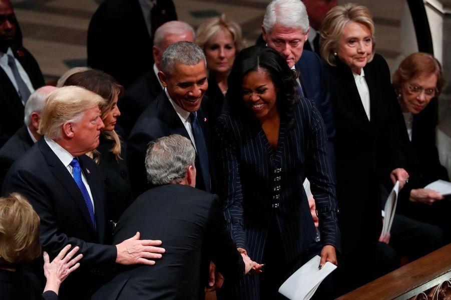 George W. Bush saluant Donald et Melania Trump, Barack et Michelle Obama,Bill et Hillary Clinton et Jimmy Carterà Washington, le 5 décembre 2018.