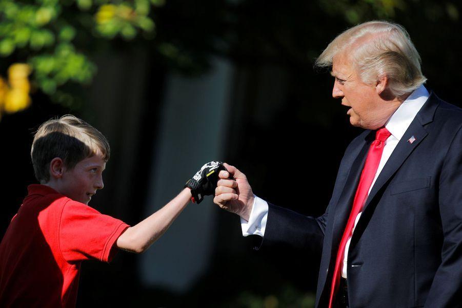 Donald Trump et Frank, 11 ans et jardinier d'un jour, à la Maison Blanche, le 15 septembre 2017.