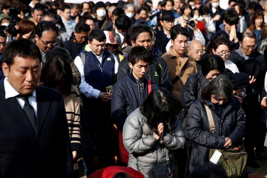 Les hommages se multiplient à Tokyo, au Japon le 11 mars 2018