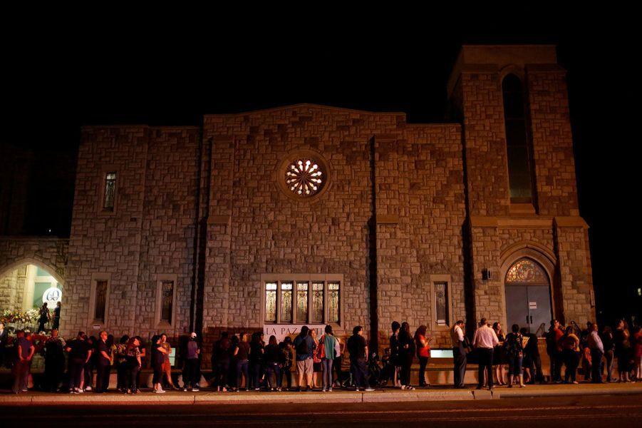 La foule venue assister aux obsèques deMargie Reckard, vendredi au Texas