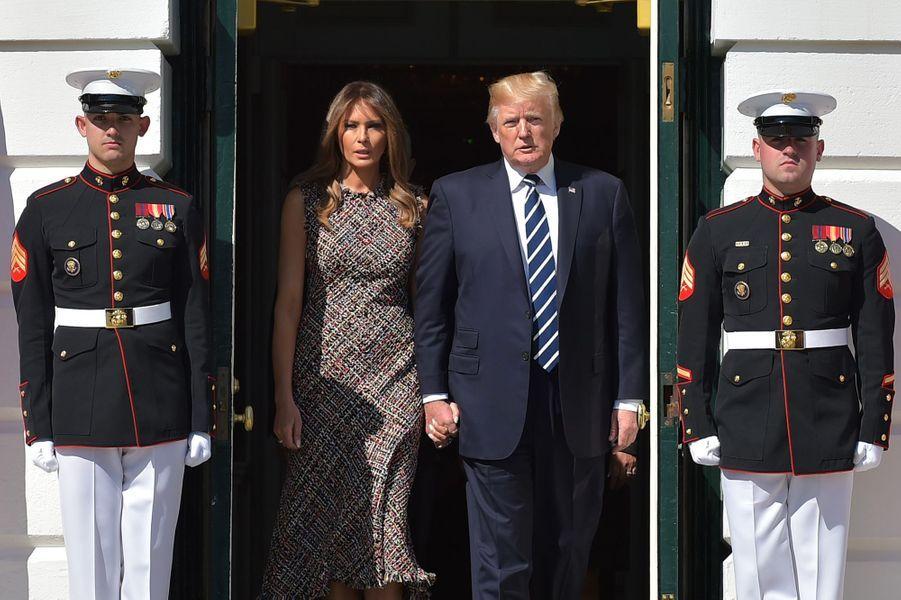 Accompagné de son épouse Melania et du vice-président Mike Pence et de son épouse Karen, M.Trumps'est recueilli en silence