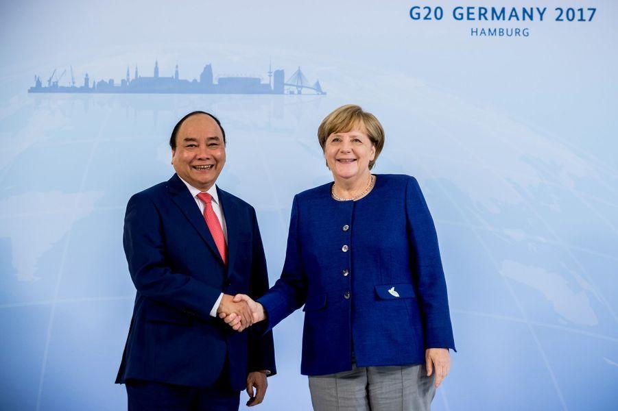 Nguyen Xuan Phuc et Angela Merkel à Hambourg, le 6 juillet 2017.